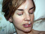 Petite amie reçoit une grosse décharge de sperme sur son visage
