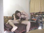 Couple amateur de la Russie rend le sexe sur le canapé