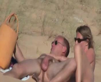 sur la plage avec voyeur