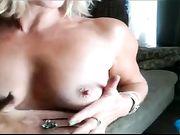 Maman se masturber devant la caméra