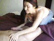 Girlfriend rend le sexe oral et avale le sperme