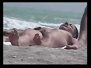 Nudistes à la plage